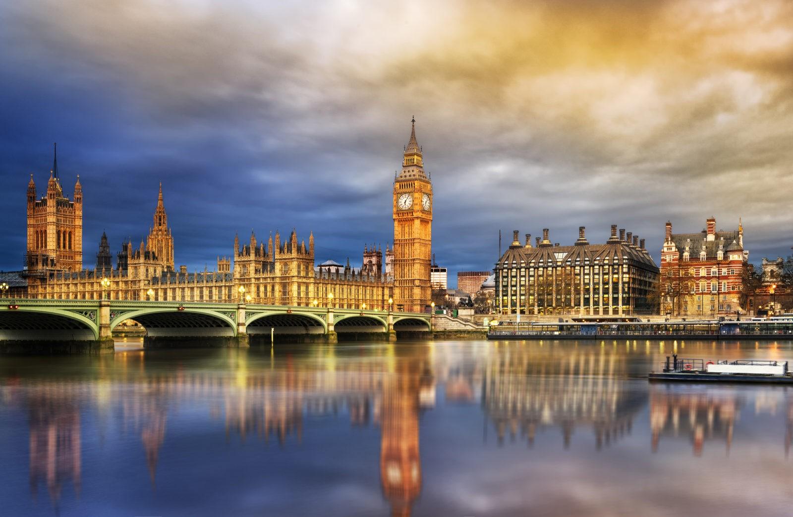 Великобритания увеличивает число выданных виз