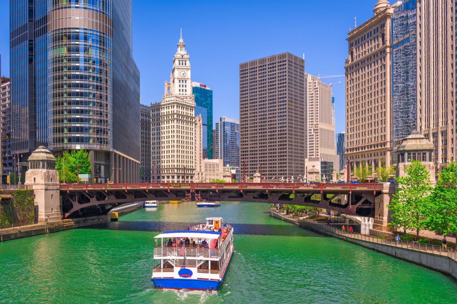 """Виза в США в СПб» и подпись к ней: «В Чикаго тоже есть набережные и разводные мосты и почему еще наши города не стали побратимами?» Альт для неглавной: «Американская виза в СПб» и подпись к ней: """"""""Буду тратить много денег в Лас-Вегасе"""" – отличное объяснение, почему вам надо в США. Только по вам должно быть видно, что вы будете это делать ☺)"""" Альт для РОСС – «виза в США в Питере» и подпись к ней: «Посетить Форт Росс – отличная цель поездки. И патриотические чувства в порядке и понятно, зачем нужно в США». Фотки расскидать куда нибудь по тексту ☺) Оформляем визу в США в Санкт-Петербурге. Как это происходит после закрытия консульства? – h1 В 2017 году указом Президента более чем на 60% сократилось представительство дипломатической миссии Соединённых Штатов Америки в России. В результате попасть в Америку стало значительно сложнее. Интернет пестрит противоречивой информацией на"""